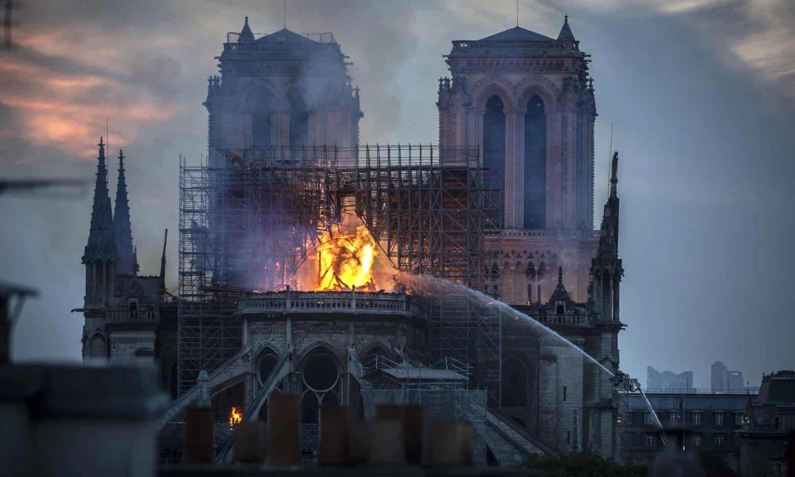 大火过后,《巴黎圣母院》成畅销书