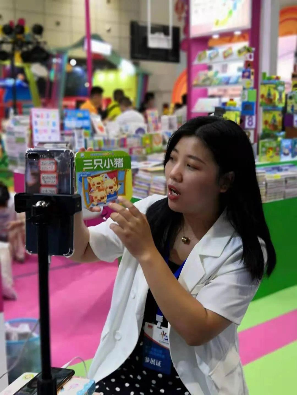 """""""五步一主播""""的济南书博会,这次我们重点和主播聊了聊-出版人杂志官网"""