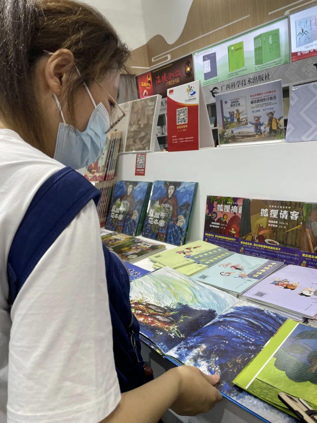 色彩中的故事:王勇英原创油画绘本亮相全国书博会-出版人杂志官网