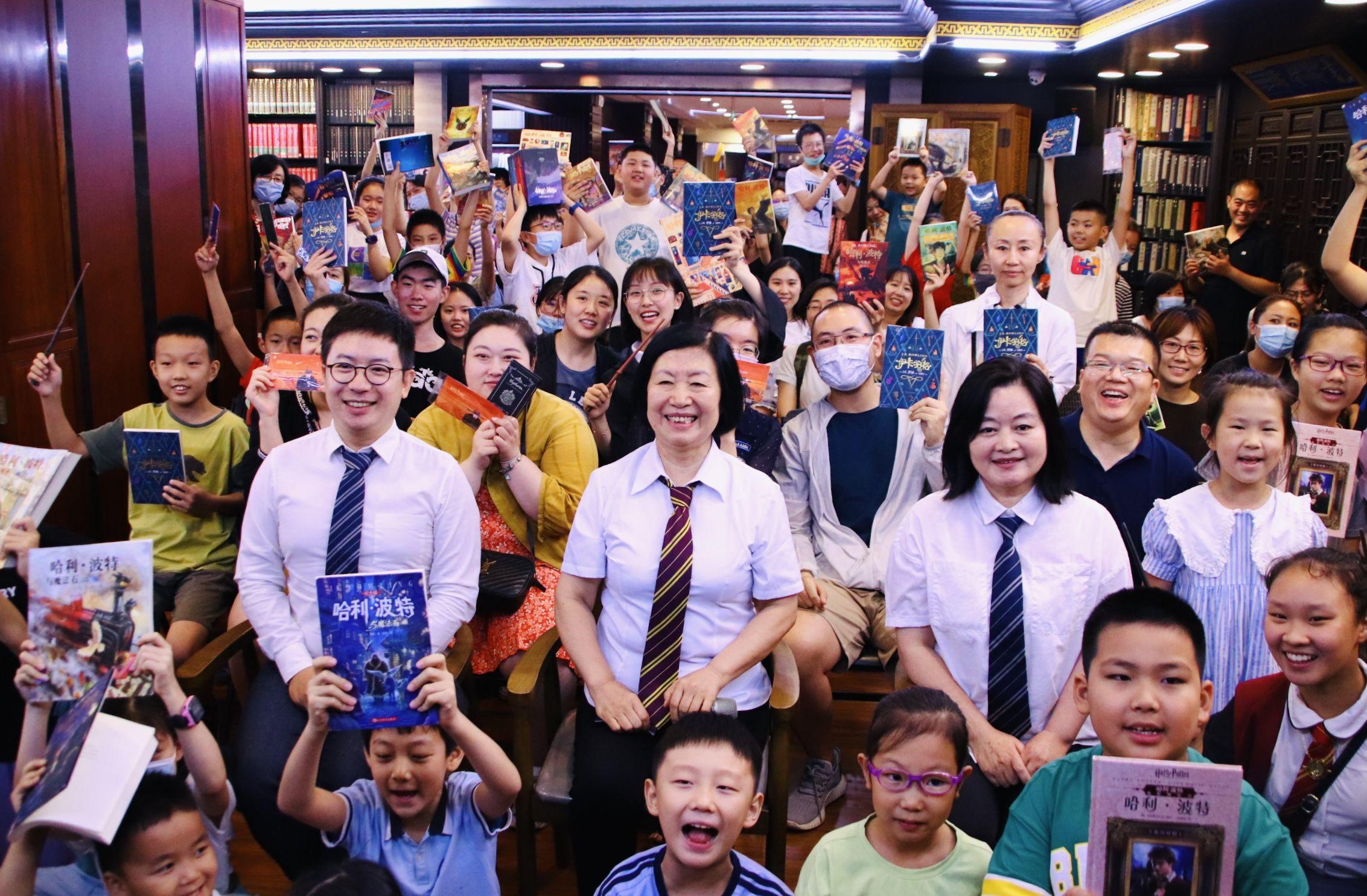 """书博会期间济南哈迷共探魔法世界,纪念""""哈利·波特""""系列图书走进中国三十年"""